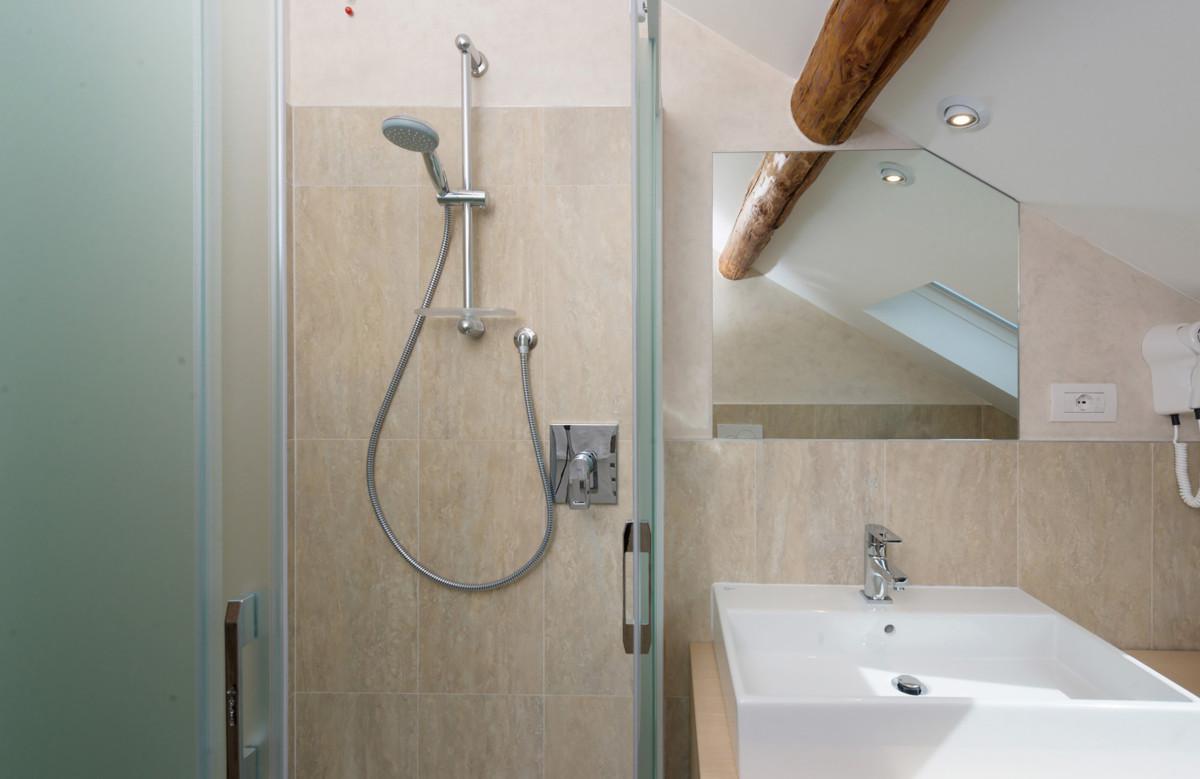 Le camere hotel helvetia for Due piani con una camera da letto e un bagno