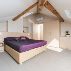 Camera da letto dell'appartamento dell'Hotel Helvetia, Lezzeno