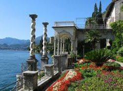 Villa Monastero di Varenna è l'ex monastero del XII secolo con meraviglioso parco.