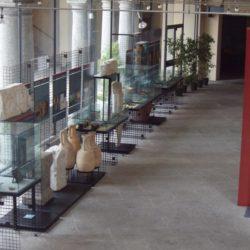 Il museo è ospitato all'interno del palazzo Giovio che fu la residenza della famiglia Giovio. Esso ha la collezione dei pezzi d'arte dal periodo preistorico fino il Medieovo del territorio Comasco.