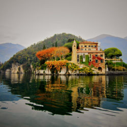 The colours of autumn on the Como lake.