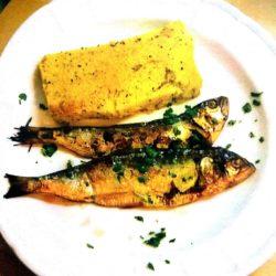 Lezzeno è famoso per una particolarità gastronomica: i Missoltini, pesce di lago (agoni) essiccati al sole e cucinati alla brace.
