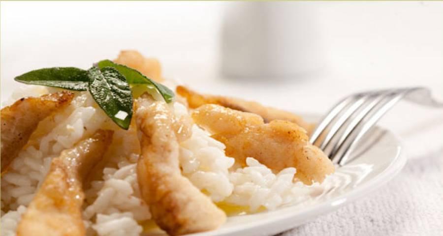 Riso al pesce persico è un primo piatto molto raffinato nella cucina tipica di Lezzeno.
